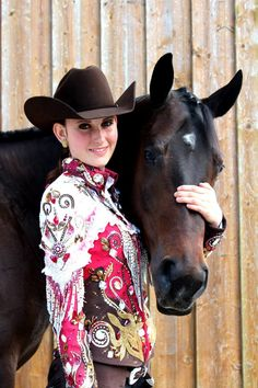 Horse Show Style - I like the chocolate hat and this color goes well with this dark bay! Western Show Shirts, Western Show Clothes, Western Outfits, Western Wear, Senior Portraits, Senior Pics, Bay Horse, Big Show, Equine Photography