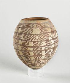 Vase ovoïde à fond pointu et quatre trous de suspension | 4e millénaire av J.-C…