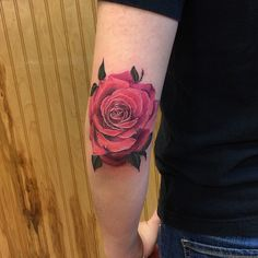 elbow rose by dia moeller. I just emailed this lady to ask if she would consider doing my tattoo! Rose Elbow Tattoo, Elbow Tattoos, Girly Tattoos, Rose Tattoos, Great Tattoos, Shoulder Tattoo, Tattos, Watercolor Tattoo, Body Art