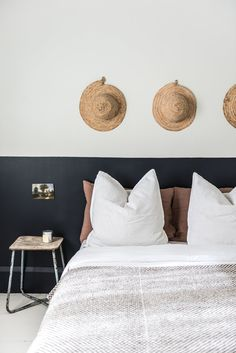 Luxury Rooms: Inspirations & Awesome Photos - Home Fashion Trend Half Painted Walls, Half Walls, Home Bedroom, Bedroom Wall, Bedroom Decor, Bedroom Storage, Casa Gaudi, Home Interior, Interior Design