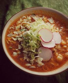 pozole rojo, red posole,whats for dinner Mexican Cooking, Mexican Food Recipes, Soup Recipes, Cooking Recipes, Mexican Desserts, Cooking Tips, Dinner Recipes, I Love Food, Good Food