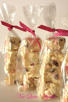 Christmas Wonderland Rocky Road - cute little gift idea christmas cooking gifts Christmas Baking Gifts, Christmas Fudge, Xmas Food, Christmas Sweets, Christmas Cooking, Christmas Goodies, Christmas Recipes, Christmas Lunch, Christmas Time
