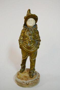 Georges Omerth, (1895-1925). Escultura francesa de bronze e marfim representando menino arlequim. Base de mármore. Alt. 20 cm. Ass. Base R$1.800,00. Nov14