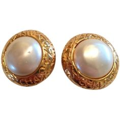 Pre-owned Vintage Chanel Pearl Clip-on Earrings ($308) ❤ liked on Polyvore featuring jewelry, earrings, accessories, gold, chanel jewelry, pearl earrings, clip back earrings, clip earrings and preowned jewelry