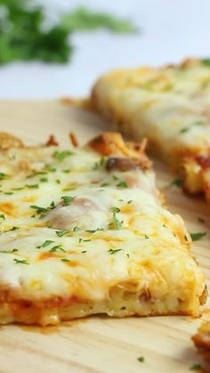 Crazy Crust Pizza - our new favorite pizza! No rolling out dough - the crust is made from a liquid batter. Top the pizza with your favorite toppings. Flour, s Crazy Crust Pizza - - February 24 2019 at Crazy Crust Pizza - Food & Drink The Most Delicious De Italian Recipes, New Recipes, Dinner Recipes, Cooking Recipes, Healthy Recipes, Cheese Recipes, Easy Recipes, Milk Recipes, Pepperoni Recipes