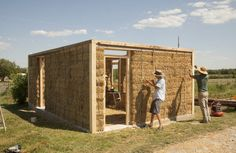 Learning how to build straw bale buildings... Read More @ http://sunflowerhorizons.com/groups/research-and-development/2011/aug/7/straw-bales-provide-foundation-for-susta/