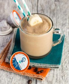You MUST try these coffee protein shake recipes! These coffee protein smoothies . You MUST try these coffee protein shake recipes! These coffee protein smoothies are super healthy a Protein Smoothies, Coffee Protein Smoothie, Coffee Smoothie Recipes, Iced Coffee Protein Shake Recipe, Apple Smoothies, Protein Shake Recipes, Protein Shakes, Coffee Recipes, Brunch Recipes