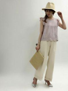 フェミニンなドビー刺繍ブラウスに 履き心地抜群のコットン素材ワイドパンツ を合わせて夏のワントーンs