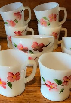 Fire King Bowls fire king mug Peach Blossom Set Anchor Hocking Corningware Vintage, Vintage Kitchenware, Vintage Dishes, Vintage Glassware, Kitchen Dishes, Kitchen Gadgets, Cafe Style, Peach Blossoms, Glass Ceramic
