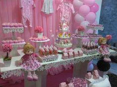 Precisando de ideias para chá de bebê menina? Veja as cores mais usadas, a decoração das mesas, enfeites e temas usados na decoração.