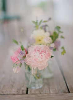 Pastel, nice flowers to use as decoration on table Pastel Flowers, My Flower, Beautiful Flowers, Simple Flowers, Spring Flowers, Pastel Bouquet, Flower Types, Pastel Floral, Fresh Flowers