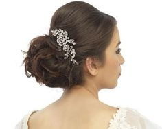 Are you interested in our Bridal hair comb? With our crystal hair comb for weddings you need look no further. Vintage Hair Combs, Vintage Wedding Hair, Wedding Hair Pins, Wedding Hair Accessories, Wedding Veil, Wedding Stuff, Flapper, Vintage Inspiriert, Pearl Hair Pins