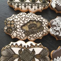 My brown-on-off white lace cookies. オフホワイトに茶色のレースクッキー。
