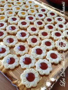 Shortbread fondant with jam - Les Delices by FatOumaa HOuariii: recipe book Cookie Desserts, Cookie Recipes, Dessert Recipes, Galletas Cookies, Cupcake Cookies, Healthy Toddler Breakfast, Easy Zucchini Recipes, Algerian Recipes, Biscuit Cookies