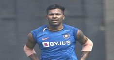 India all-rounder Hardik Pandya is raring to take the field for Mumbai Indians and he is leaving no stones unturned in his preparation for ipl 13 Koffee With Karan, Mumbai Indians, Cricket News, Latest Sports News, Workout Videos, Premier League, Mens Tops, Coffee, Green