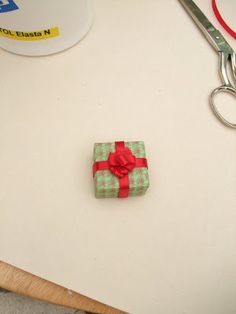 Andrea Thieck Miniatures: Finally - THE Bow Making