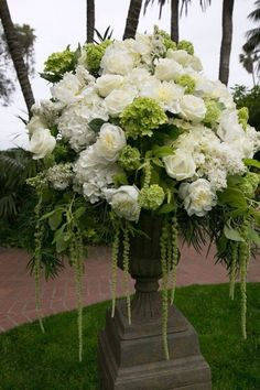 White Wedding Flower Arrangements, Wedding Ceremony Flowers, White Wedding Flowers, White Flowers, Floral Wedding, Wedding Bouquets, Floral Arrangements, Beautiful Flowers, Wedding Venues