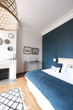 Advice and decoration support for the renovation of this town house . Blue Home Decor, Diy Home Decor, Parents Room, Bedroom Plants, Room Planning, Sweet Home, Decoration, Interior Design, House Styles