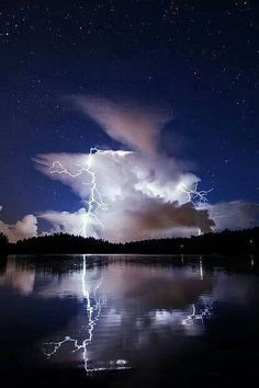 Lightning lighting up the clouds in the sapphire blue sky. All Nature, Science And Nature, Beautiful Sky, Beautiful Places, Thunder And Lightning, Lightning Storms, Lightning Bolt, Wild Weather, Photos Voyages