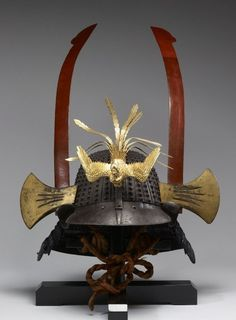 "This helmet has an iron ""hachi"" of thirty-three riveted laminations, a ""shikoro"" of five plates laced in ""kebiki"" (spread hair) style with navy blue ""ito doshi"" laces, and axes as ""yokodate"" made from whale baleen Kabuto Samurai, Ronin Samurai, Samurai Helmet, Samurai Weapons, Samurai Swords, Real Samurai, Kendo, Japanese Culture, Japanese Art"