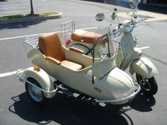 Modern Vespa : with Sidecar Motorräder und Motorroller Vespa Px, Scooters Vespa, Moped Scooter, Motor Scooters, Vintage Vespa, Vintage Cars, Vespa Girl, Scooter Girl, Pretty Cars