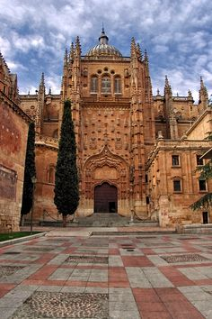 Salamanca, Castile and León, Spain Spain Travel, France Travel, Travel Usa, Beautiful Buildings, Beautiful Places, One Day Trip, Cathedral Church, Spain And Portugal, Eurotrip