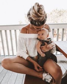 Discover ready-to-shop pics from Cute Family, Baby Family, Family Goals, Cute Baby Pictures, Baby Photos, Your Photos, Mom And Baby, Baby Kids, Little Babies
