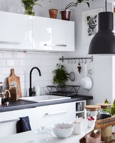 Bring a monochrome kitchen to life with indoor plants and herbs   #IKEAIDEAS #kitchens