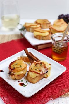 For an appetizer that won't be forgotten, try Caramelized Apple Brie Bruschetta. | via Simply Organic. #OrganicMoments