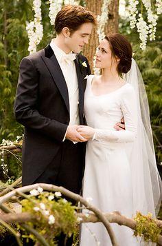 Edward Cullen and Bella Swan November 18, 2011 (Played by Kristen Stewart) wore a custom Carolina Herrera wedding TheTwilight Saga: Breaking Dawn Part 1—one of the most anticipated on-screen wedding scenes.