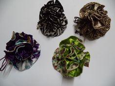 Porta Batom, bijuteria, joias, remedios...o que for necessario Tecido externo de algodão e interno de cetim