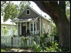 vintage shotgun house in Hyde Park