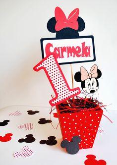 Mickey & Minnie centerpiece - Centro de mesa  https://www.facebook.com/RonaFavorsGifts