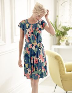 Discover our wide range of dresses for women at Boden, from smart day dresses to partywear. Shop quality British fashion in bold colours, styles and prints. Vintage Outfits, Classy Outfits, Pretty Outfits, Pretty Dresses, Cute Outfits, Pretty Clothes, Knee Length Dresses, Short Sleeve Dresses, Boden Clothing