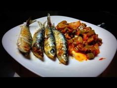 Dieta paleolítica - Comida: sardinas a la plancha - YouTube Shrimp, Meat, Chicken, Youtube, Food, Paleolithic Diet, Essen, Meals, Eten