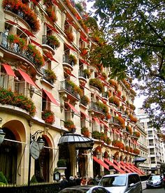 The Hotel Plaza-Athenee located on Avenue Montaigne, Paris, France Parisian Architecture, Art Nouveau Architecture, Interior Architecture, Around The World In 80 Days, Places Around The World, Around The Worlds, Hotels And Resorts, Best Hotels, Amazing Hotels