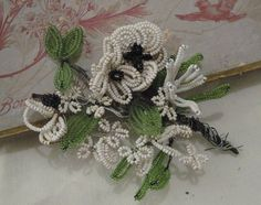 A sweet posy of vintage French beaded flowers and leaves.Can easily be taken apart to create a new treasure or left as is an tucked in to a jar or added to a French themed vignette.21€