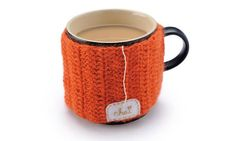 How to make a tea cosy with a twist. Free pattern from Mollie Makes, via The Guardian. Going to adjust this pattern to fit my french press coffee pot. Make A Mug, How To Make Tea, Crochet Cup Cozy, Diy Crochet, Crochet Pattern, Crochet Ideas, Free Pattern, Mug Holder, Pot Holders