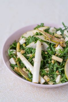 Da haben wir den Salat – 🥗 den perfekten Frühlings-Salat als vegetarische Beilage für deine nächste Grillparty! Überzeug dich vom perfekten Zusammenspiel aus fruchtigen Birnen, feinem Spargel, würzigem Hirtenkäse und erntefrischem Rucola. 😍 Als vegane Alternative kann der Käse natürlich auch weggelassen werden. Zum Rezept👇🏻