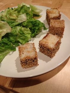 Sesame rice cubes with tempeh and caramelized onions White Rice, Brown Rice, Rice Cube, Cubes, Cube Recipe, Glutinous Rice, Rice Balls, Tempeh, Everyday Food