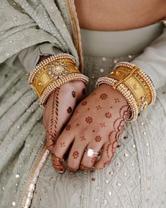 Circle Mehndi Designs, Simple Arabic Mehndi Designs, Latest Bridal Mehndi Designs, Mehndi Simple, Mehndi Designs For Fingers, Henna Tattoo Designs, Mehandi Designs, Pakistani Mehndi Designs, Silk Bangles