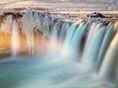 frozen-waterfall-iceland_89917_990x742.jpg (990×742)