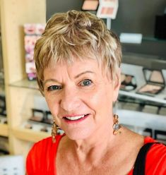50 Fab Short Hairstyles and Haircuts for Women over 60 - Short Choppy Hairstyle For Fine Hair Over 60 - Short Hair Over 60, Short Choppy Hair, Short Hair Older Women, Short Grey Hair, Haircut For Older Women, Very Short Hair, Short Hairstyles Fine, Haircuts For Fine Hair, Short Hairstyles For Women