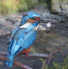 Artista transforma sucatas de metal em esculturas únicas de animais e insetos