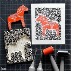 Andrea Lauren : Dala Horse She hand draws the illustrations then hand-carves them on natural wood which are then block printed to design silkscreen art print in water-based block printing inks. Stamp Printing, Screen Printing, Stamp Carving, Type Illustration, Handmade Stamps, Linoprint, Art Graphique, Linocut Prints, Art Plastique