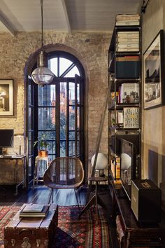 vintage house and apartment Archives - PLANETE DECO a homes world Industrial Home Design, Industrial House, Home Interior Design, Interior Architecture, Interior And Exterior, Industrial Loft Apartment, French Industrial Decor, Vintage Apartment, Loft Design