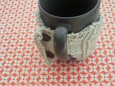 Paper Sensei: Knitted Cable Mug Cozy Pattern  | Instructions and Abbreviation index on this page. | For the EDIT of pattern instructions (update for a correction) go here: http://papersensei.blogspot.com/2009/12/repost-of-coffee-cup-cozy-knitting.html