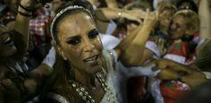 Ivete Sangalo se emociona com a Grande Rio no desfile das campeãs