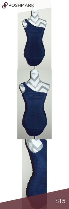 Un Deux Trois One Shoulder Dress Size 16 👗 Girls navy one Shoulder dress by Un Deux Trois. Size 16 Un Deux Trois Dresses Formal