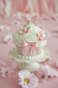 ** Cupcake with pink butterfly